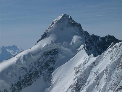 Le_Mont_Dolent_frontiere_entre_Suisse_France_et_Italie.jpg