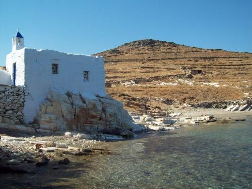 Chapelle-dans-les-Cyclades.jpg