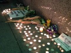 2048x1536-fit_bougies-devant-consulat-san-francisco-hommage-victimes-attaques-terroristes-13-novembre-2015.jpg